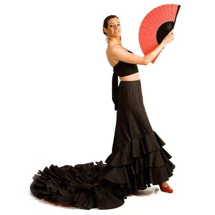 """How Can You Look Charming and Attractive in Custom Made """"Bata De Cola"""" Skirts?"""