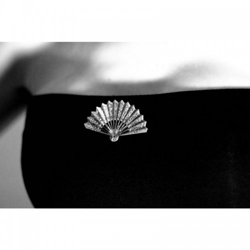 https://www.flamencista.com/Broche de Flamenco Elegancia